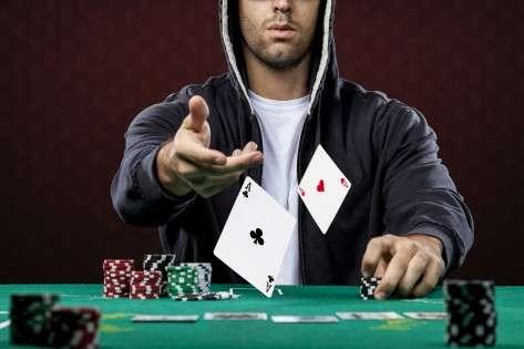 ¿Qué es un poker out y qué son las probabilidades en poker?